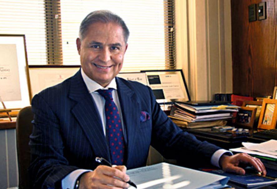 Abogado chileno es admitido en la Corte Penal Internacional